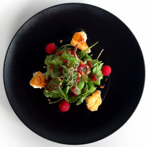 Goat cheese raspberry salad with mead Jere