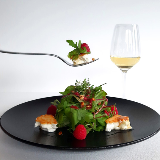 Goat cheese salad with mead Jere