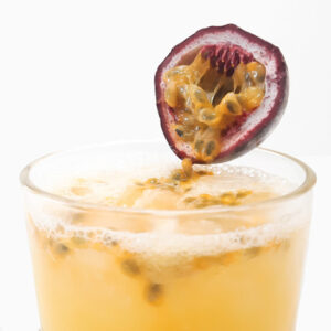 Refreshing-passion-fruit-and-mead-cocktail